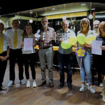 Uitreiking cheques goede doelen van de 34ste fietsvierdaagse